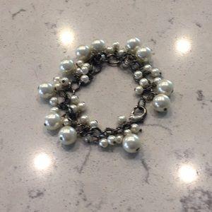 Jewelry - Beautiful faux pearl bracelet